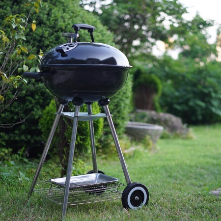 Weber grill by songsy on Pixabay at https://pixabay.com/en/barbecues-grill-grass-dinner-meat-1408806/