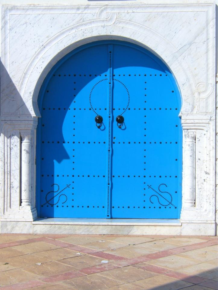 Blue double door by Eukalyptus on Pixabay at https://pixabay.com/en/door-blue-beautiful-196114/